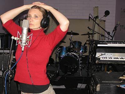 Neumann-U87-microphone-in-recording-room-at-Earwig-Studios